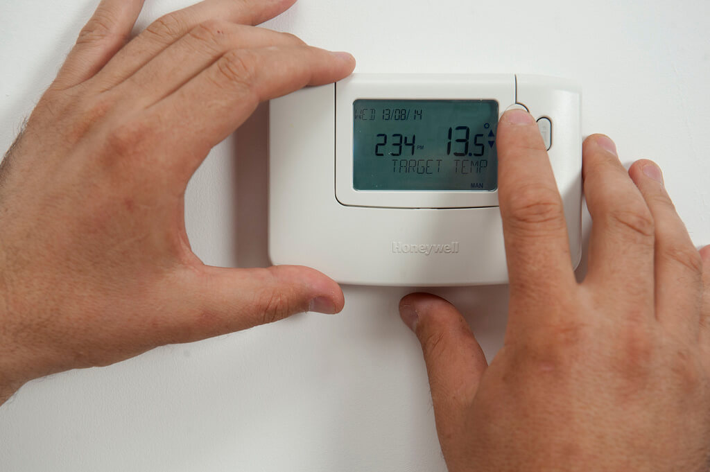 How to keep your home cool with a Programmable Thermostat, plumbers idaho falls